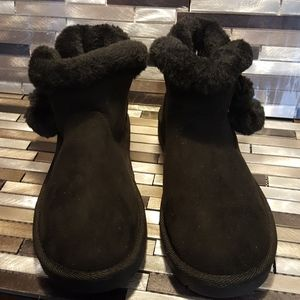 3/10 Sale Arizona Snowcap Black Booties Size 6M